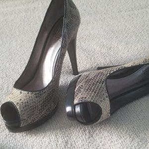Snakeskin heels with small platform.